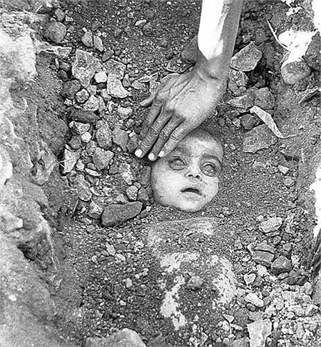 Thảm họa Bhopal (1984) được coi là thảm họa công nghiệp lớn nhất lịch sử Ấn Độ với con số 150.000 người bị ảnh hưởng. Nhiều trẻ em đã thiệt mạng và bị chôn vùi dưới hàng tấn đất đá.