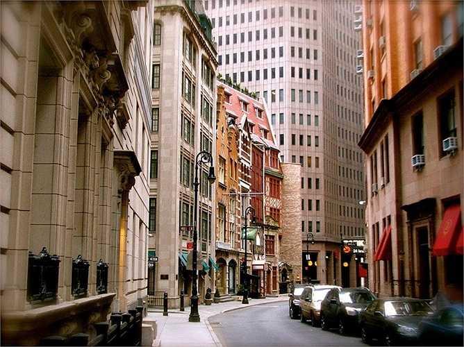 Giá đỗ xe trung bình ở trung tâm thành phố Manhattan là 533 USD (hơn 12 triệu) mỗi tháng, cao gấp đôi so với ở các thành phố đắt đỏ khác như Los Angeles và Honolulu.