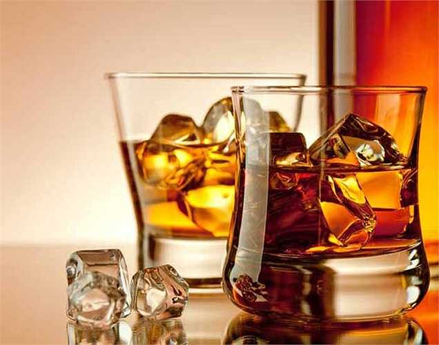 7. Uống quá nhiều rượu có thể gây ra lo lắng và trầm cảm. Và ảnh hưởng gì đến trí nhớ? thói quen này có thể cản trở khả năng ghi nhớ của bạn.