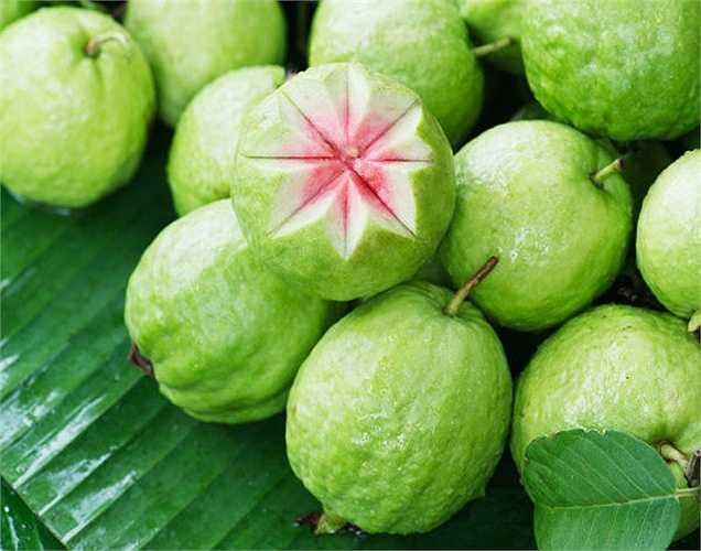 Ổi: trái cây này giúp dưỡng ẩm. Nó cũng cung cấp một lượng nhỏ protein. Vì nên ăn khi luyện tập.