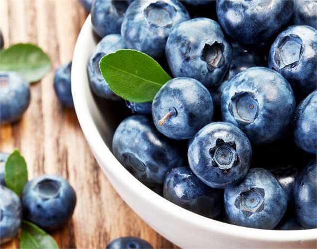 Quả việt quất: chứa các chất chống oxy hóa và cũng giúp đốt cháy chất béo hiệu quả. Mục tiêu xây dựng cơ bắp của bạn có thể đạt được với các loại thực phẩm như vậy.