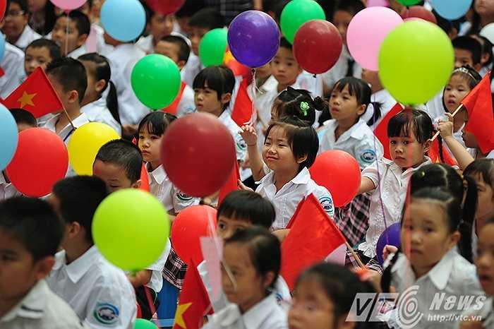 Hình ảnh học sinh trong ngày khai giảng năm học mới.