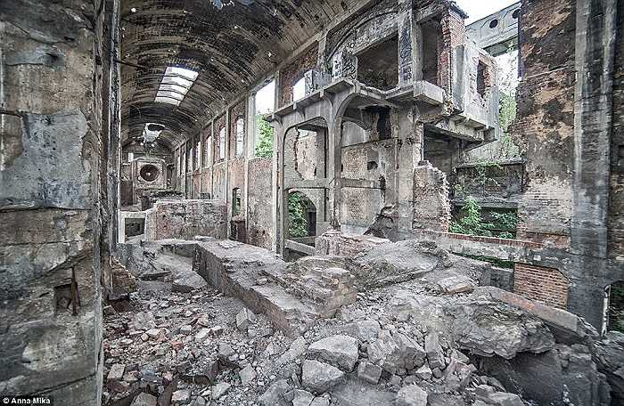 Hình ảnh về một nhà máy xi măng vô chủ ở Jaworzno, Ba Lan là bức ảnh đầu tiên trong loạt ảnh của nhiếp ảnh gia Mika