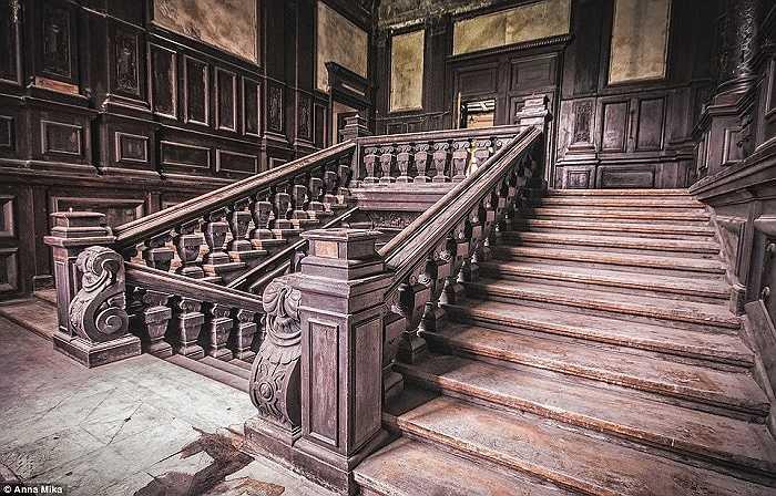 Một bức ảnh khác về cung điện bỏ hoang ở Ba Lan