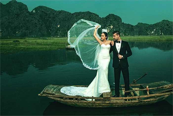Vì quá bận rộn, cặp đôi đã 2 lần phải hoãn tổ chức đám cưới.