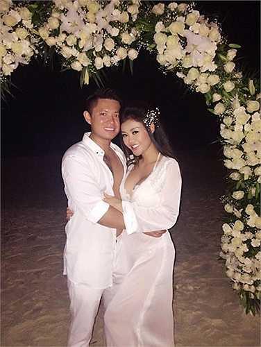 Đầu tháng 8 vừa qua, Hoa hậu Việt Nam Hoàn cầu 2012, Julia Hồ đã bất ngờ tổ chức lễ cưới với bạn trai Việt kiều, Jimmy Trương tại bãi biển Cancun, Mexico.