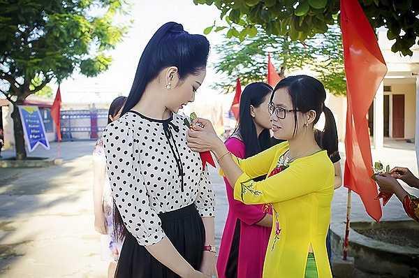 Khi quay trở lại lần này Ngọc Anh được gặp lại các thầy cô chủ nhiệm mình và cũng trở lại lớp học ngày xưa gắn bó 3 năm với Ngọc Anh