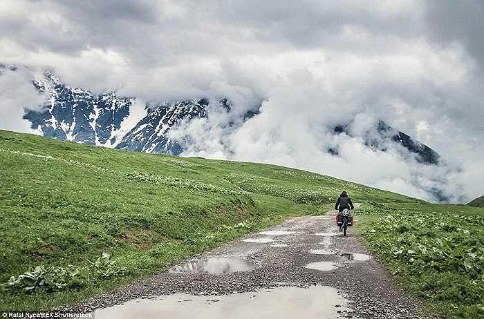 Ngôi làng nằm sâu trong khu vực Svaneti, nổi tiếng với nền văn hóa độc đáo