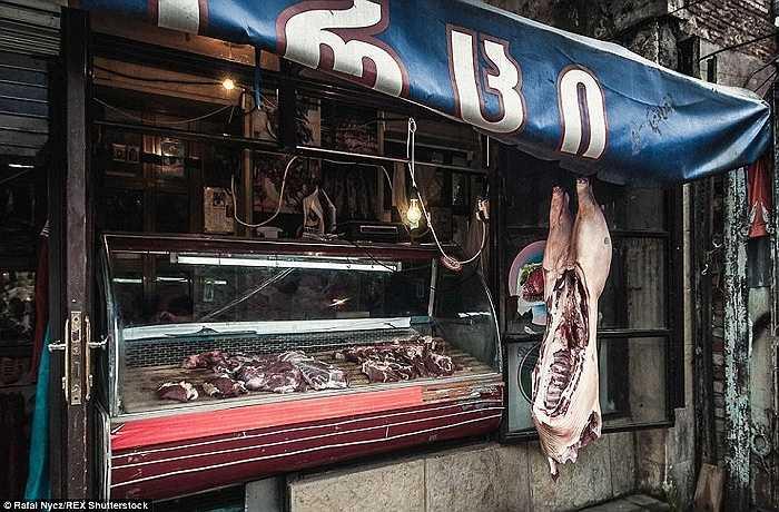 Một cửa hàng bán thịt tươi truyền thống