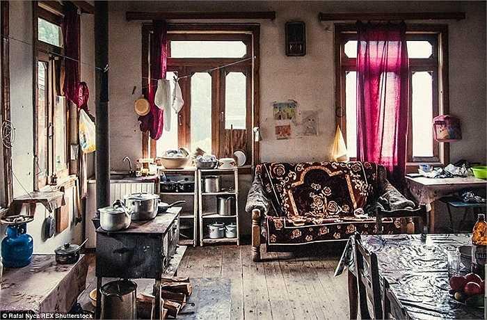 Nội thất của một ngôi nhà nằm sâu trong làng Ushguli