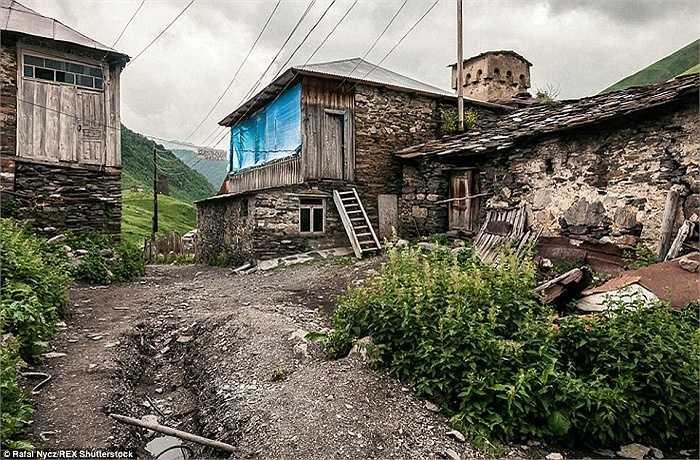 Bức ảnh làm say đắm lòng người của một nhiếp ảnh gia 30 tuổi trong một lần ghé thăm ngôi làng