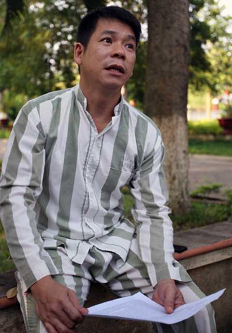 Trần Chinh và bức thư xin lỗi tại trại giam Z30D.Ảnh: Duy Thắng