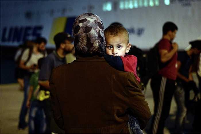 Hàng ngàn người Syria đã vượt biển Địa Trung Hải tìm cách sang châu Âu để thoát khỏi chiến tranh, bạo lực, đói nghèo ở quê nhà, không ít người trong số họ đã phải bỏ mạng nơi đất khách quê người