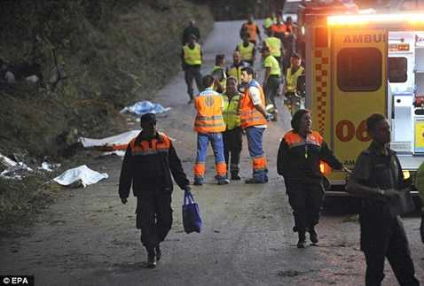 Lực lượng cứu hộ xuất hiện ngay lập tức và tạm dừng cuộc đua