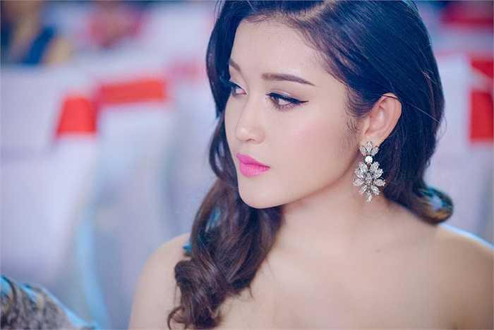 Á hậu Huyền My xinh đẹp lộng lẫy trên đêm VTV Awards.