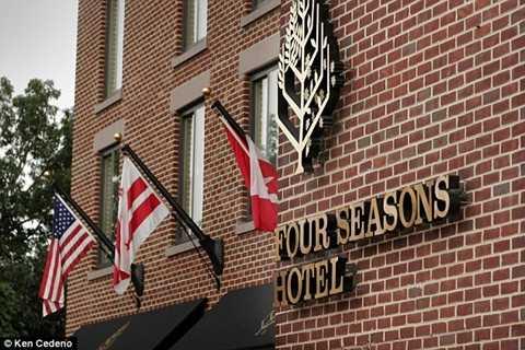 Nhà vua Salman chưa thỏa mãn với tiện nghi có sẵn ở khách sạn sang trọng bậc nhất thủ đô nước Mĩ.