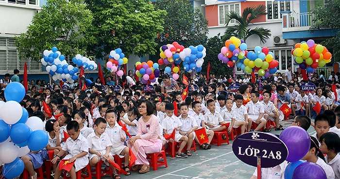 Học sinh khối lớp 1 nở nụ cười rạng rỡ đón năm học mới