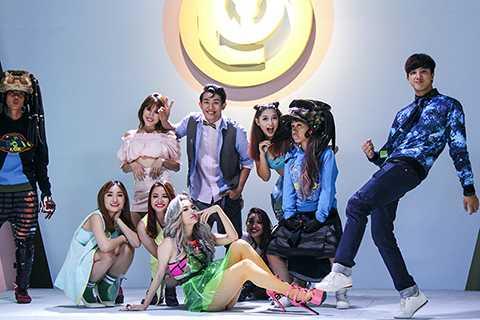 Một bài hát khiến bất kỳ ai cũng cảm thấy lên tinh thần, muốn nhảy và hát theo. Nội dung bài hát cũng như ý tưởng của MV được gói gọn trong hai từ Yolo, tạm dịch là You only live once.