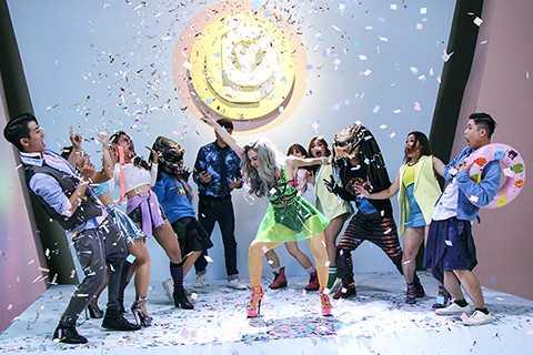 Ekip thực hiện MV Yolo tuy còn rất trẻ nhưng đã khiến Minh Hằng cảm thấy vui và phấn khởi vì sức trẻ, sự sáng tạo của các bạn là điều đáng được trân trọng. MV sẽ được chính thức ra mắt vào lúc 22g tối nay, ngày 7/9/2015 trên kênh youtube Minh Hằng official.