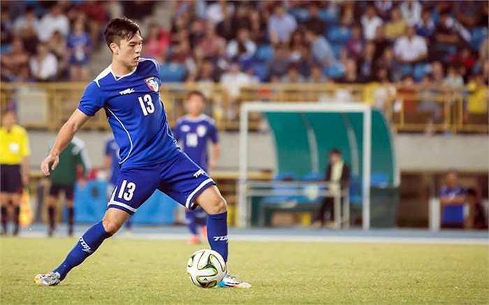 Ở cấp độ quốc tế, đích thân chủ tịch LĐBĐ Đài Loan Lu Kun-Shan đã thuyết phục Victor Chou về thi đấu cho ĐTQG từ năm 2010 nhưng mãi 2 năm sau anh mới có trận ra mắt.