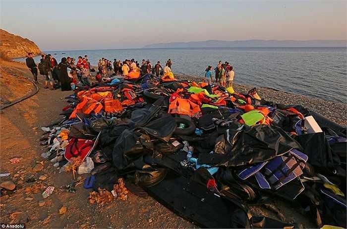Tuy nhiên, vấn đề này đang được các quốc gia châu Âu giúp đỡ nhiệt tình. Trước khi đến được Lục địa già, người tỵ nạn cần phải trải qua những hành trình vô cùng khó khăn