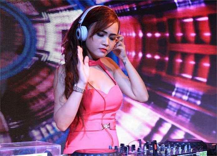 Sở hữu vẻ ngoài xinh đẹp, quyến rũ, nữ DJ Nguyễn Thị Thanh Tới luôn hút sự quan tâm của dân mạng.