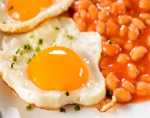Trứng: rất giàu lutein, zeaxanthin và kẽm, giúp làm giảm thoái hóa điểm vàng và đục thủy tinh thể.