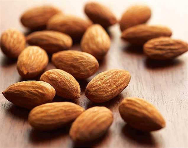 Hạnh nhân rất giàu vitamin E, làm chậm thoái hóa điểm vàng và được coi là một trong những thực phẩm tốt nhất cho đôi mắt.