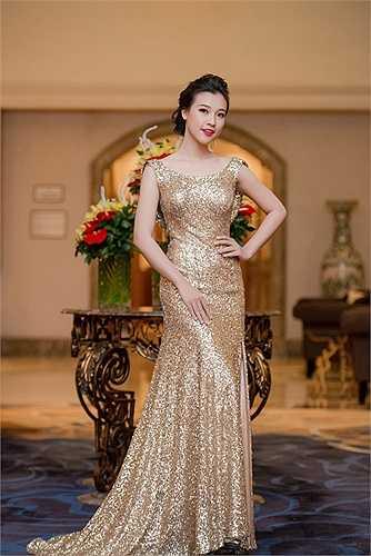 Đây là lần đầu tiên cô và bạn trai Huỳnh Anh đóng cùng một bộ phim.