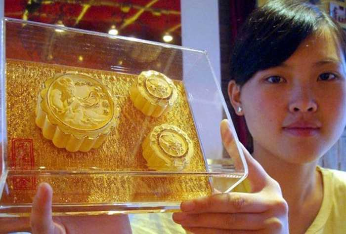 Trong các mùa Trung thu trước, giá bánh Trung thu bằng vàng ròng dao động từ 500 (1,6 triệu đồng) tới 8.800 NDT (gần 30 triệu đồng)