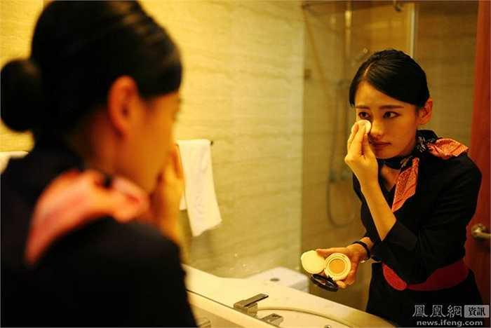 Wang Shumin -24 tuổi là người rất thích nghề tiếp viên hàng không. Vượt qua vòng thi tuyển, cô đã trở thành tiếp viên của hãng China Eastern Airlines chi nhánh Vô Tích
