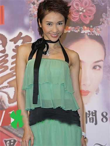 Lê Tư đảm nhiệm nhân vật Ngọc Doanh - vai diễn nặng ký trong tác phẩm. Ngọc Doanh là cô gái có nhiều cảm xúc mâu thuẫn. Nàng trong sáng, yếu đuối nhưng cũng mưu mô, kiêu hãnh. Vai diễn mang về cho Lê Tư danh hiệu 'Nữ diễn viên chính xuất sắc' của TVB năm 2004, làm nên đỉnh cao sự nghiệp của người đẹp.