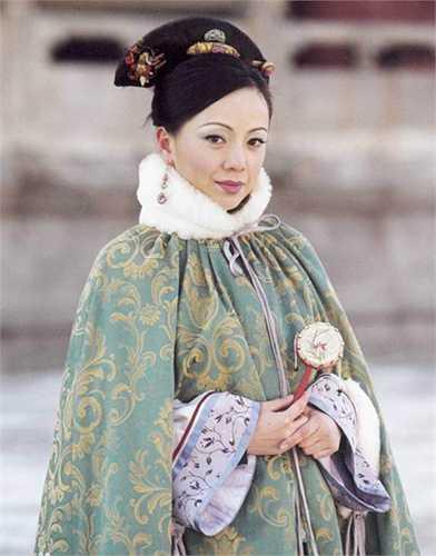 Đặng Tụy Văn vào vai Như Phi - người đàn bà lạnh lùng, sắc sảo hơn người, rất được nhà vua sủng ái. Như Phi đầy tham vọng, không từ thủ đoạn để đoạt ngôi hoàng hậu.