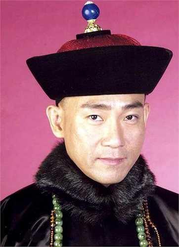 Lâm Bảo Di vào vai thái y Tôn Bạch Dương được nhiều phụ nữ yêu mến, tín nhiệm vì kiến thức uyên thâm, làm việc cẩn trọng, chu đáo. Phim mang lại cho anh danh hiệu 'Nam diễn viên chính xuất sắc' của TVB năm 2004.