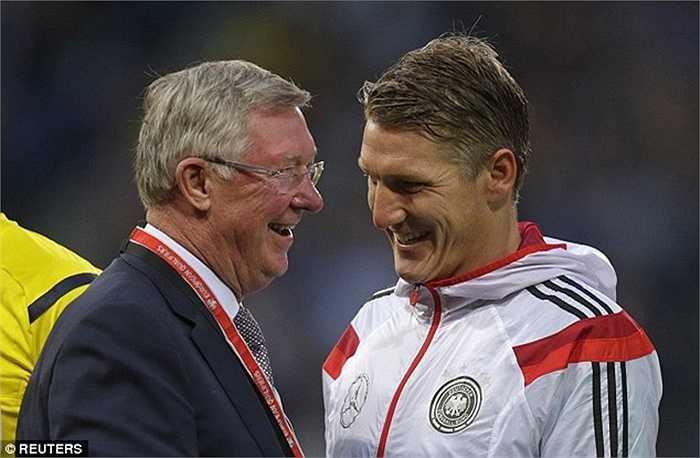 Trước đây khi còn dẫn dắt MU, Sir Alex Ferguson đã từng vài lần muốn mang 1 tiền vệ trung tâm đẳng cấp cỡ Schweinsteiger về Old Trafford