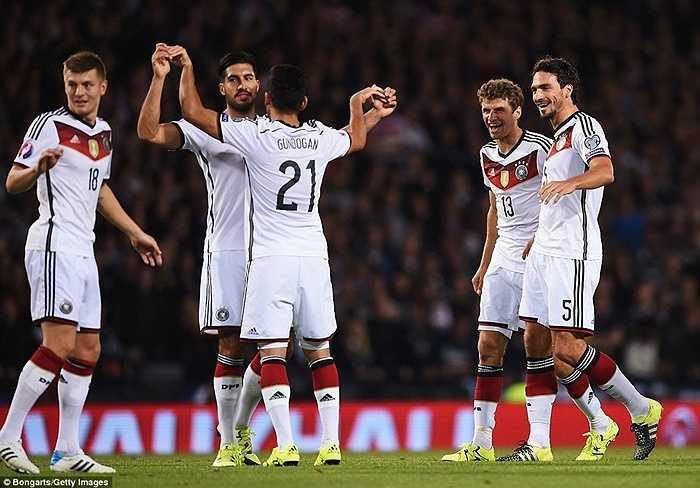 Mặc dù vậy, ĐT Đức đêm qua vẫn cần thêm 1 cái tên tỏa sáng nữa ngoài Muller