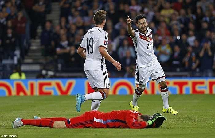 Đó là Gundogan. Ngôi sao của Dortmund có bàn thắng quyết định ở đầu hiệp 2 giúp Đức có chiến thắng sít sao