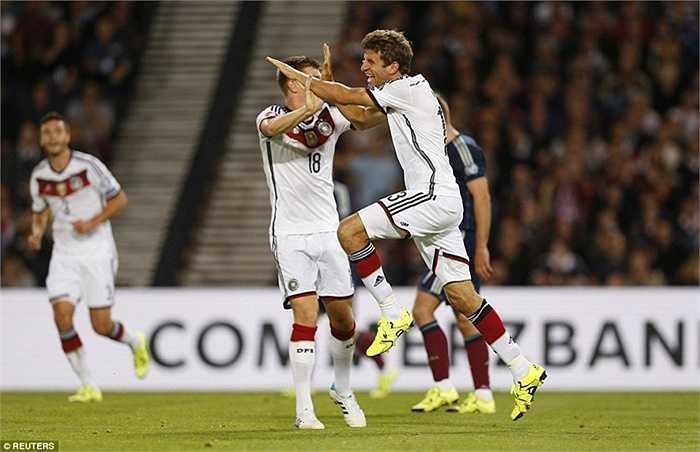 Ngôi sao của Bayern Munich tiếp tục là linh hồn trên hàng công của 'Những cỗ xe tăng' khi 2 lần ghi bàn giúp đội khách vượt lên