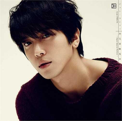 Khuôn mặt đẹp trai, nụ cười dễ gây thiện cảm với người đối diện là yếu tố giúp Yong Hwa (Cn Blue) được yêu thích đến vậy