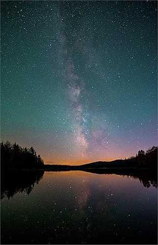 Dải thiên hà soi bóng xuống sông
