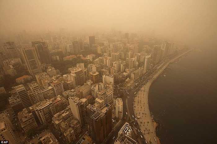 Các quốc gia phải hứng chịu thảm họa như Lebanon, Syria, Israel và Cyprus ngập trong những đám mây bụi khổng lồ càn quét hôm thứ hai vừa rồi.