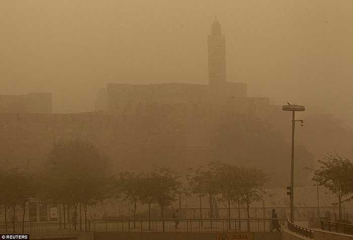 Theo hội đồng nghiên cứu khoa học của chính phủ Lebanon, hình ảnh vệ tinh cho thấy các cơn bão cát đến từ phía Bắc Iraq quét qua vùng trung tâm và Bắc Lebanon, Đông Bắc Syria, Nam Turkey thưởng chỉ xảy ra hai năm một lần vào mùa xuân, tháng ba và tháng tư.