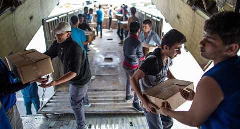 Những gói hàng viện trợ đến tay người dân Syria