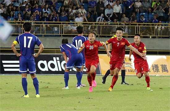 Tưởng như trận đấu sẽ khép lại với tỷ số hòa 1-1 thì vào phút bù giờ thứ 2, Phi Sơn ấn định chiến thắng 2-1 cho Việt Nam với một pha kết thúc có phần may mắn. (Ảnh: VFF)