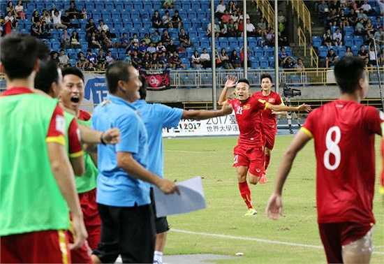 Trận đấu sau đó kéo dài thêm 10 phút khiến người xem nghẹt thở. Nhưng chung cuộc Việt Nam bảo vệ được tỷ số thắng mong manh. (Ảnh: VFF)