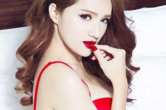 Hương Giang Idol lần đầu chụp nội y nóng bỏng.