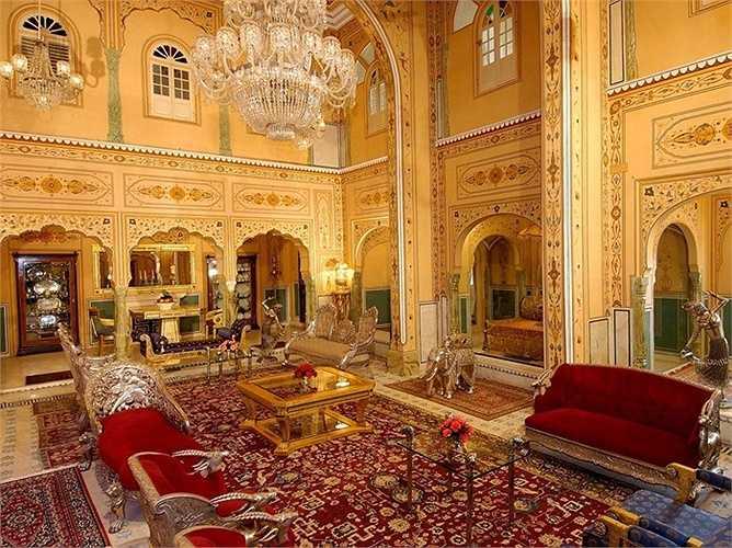 Shahi Mahal Suite at Raj Palace, Jaipur (Ấn Độ): Nội thất dát vàng, có quản gia và đầu bếp riêng, nhà hát riêng. Giá 40.000 USD/đêm