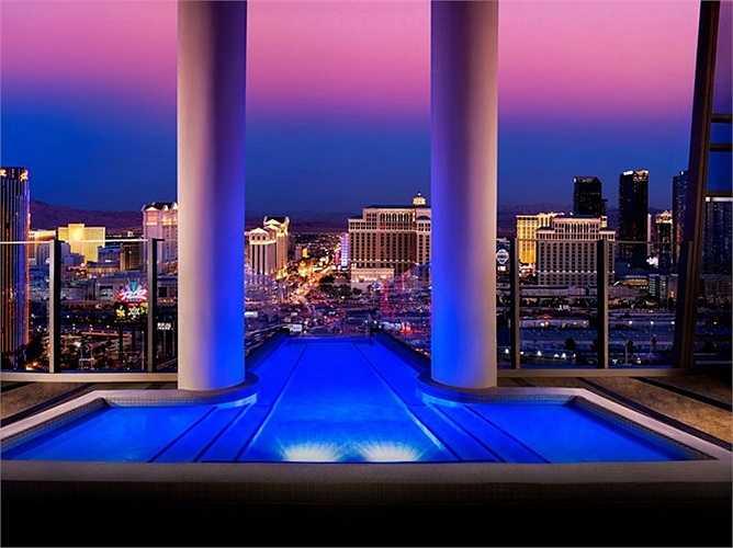 Sky Villa tại Palms Casino Resort, Las Vegas: Khách được tận hưởng sự xa xỉ, với bể bơi ở ban công, dịch vụ quản gia 24 giờ. Giá 40.000 USD/đêm