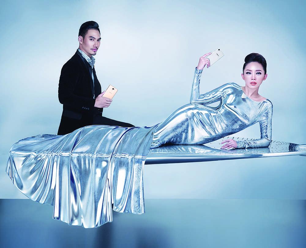 Tóc Tiên trong hình ảnh giới thiệu BST mới nhất của Lý Quý Khánh.