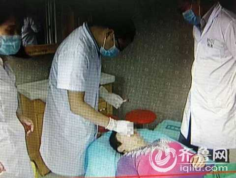 Người vợ được đưa vào bệnh viện vì vết thương nghiêm trọng